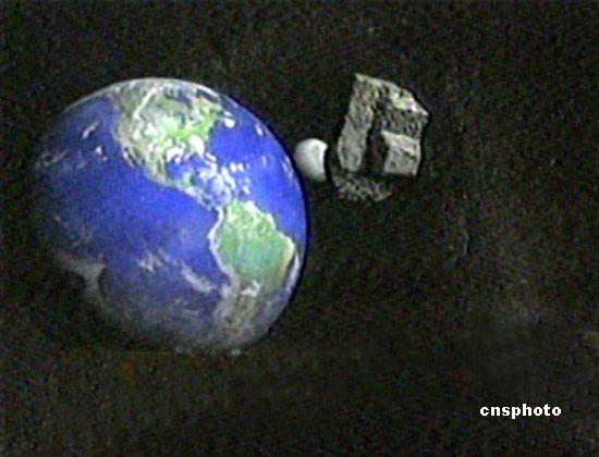 """美国科学家近日发现一颗直径2公里的小行星正向地球飞来,预计2019年会到达地球,而且和地球相撞的概率达10%。美国林肯研究中心将危险定为""""一级""""。另外,现在的科技水平要防止小行星冲撞地球,需要至少提前10年做准备。"""