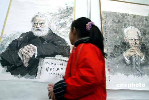 左图为法国作家雨果的人物肖像。