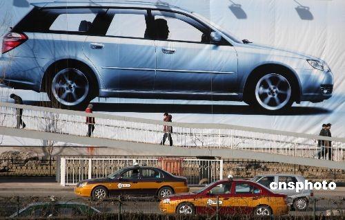 2009年2月24日,据悉,《汽车产业调整振兴规划细则》已于9日出台,并于11日由国务院办公厅下发。《细则》包括培育汽车消费市场、加快老车报废更新财政补贴、清理公路收费、政府采购自主品牌比例、促进规范汽车消费信贷、规范二手车发展、加快城市交通体系建设、完善企业兼并重组的政策、支持企业研发等内容。细则明确支持大型汽车企业集团进行兼并重组,产销规模占市场份额90%以上的汽车企业集团数量由目前的14家减少到10家以内;汽车下乡50亿元补贴3月1日正式启动。