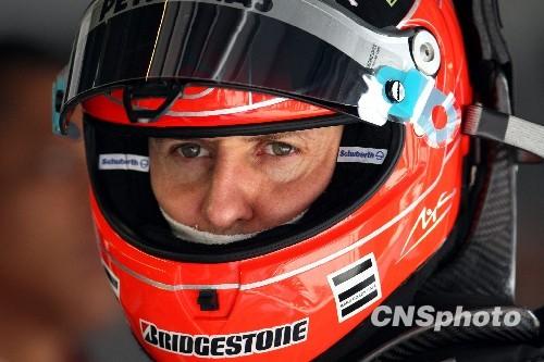 4月16日,2010国际汽联F1世界锦标赛上海站在上海国际赛车场开始车手第一、第二次练习赛,代表梅赛德斯GP车队出战的老车王舒马赫重回上海赛道。