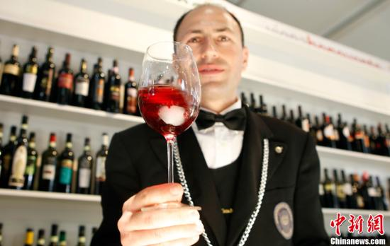 资料图:红葡萄酒。