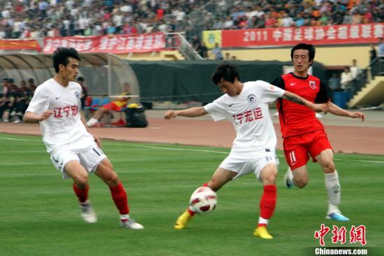 2011赛季,重返中超第二年的辽足靠着87年数段的优秀球员,开启队史第三个岑岭。刘占昆 摄