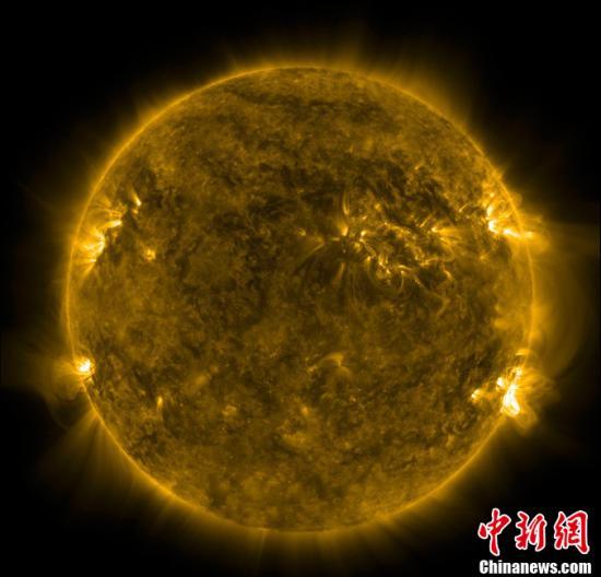 资料图:太阳耀斑暴发。