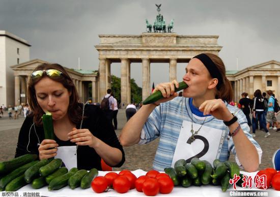 材料图:德国素食主义协会举行的茹素举动。