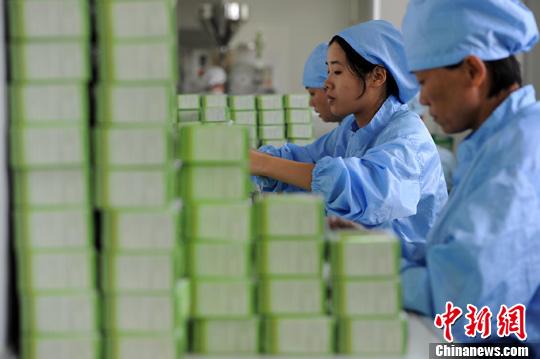 资料图:药品生产 <a target='_blank' href='http://www.chinanews.com/'>中新社</a>发 郑祚声 摄