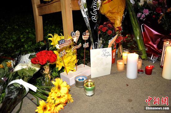 乔布斯/当地时间10月5日,美国苹果公司创始人乔布斯逝世消息公布后,...