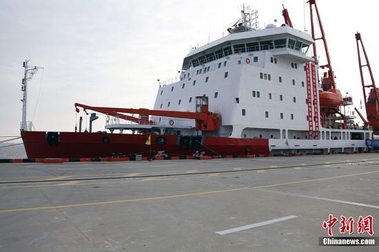 """资料图:南极科考船""""雪龙号""""。记者 阮煜琳 摄"""