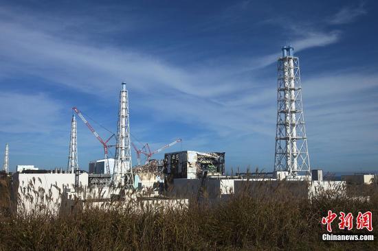 11月12天,日本政府第一开福岛第一核电站内部采访,日本媒体同外国媒体代表过去采访。希冀为福岛第一核电站内部情况。中新社发