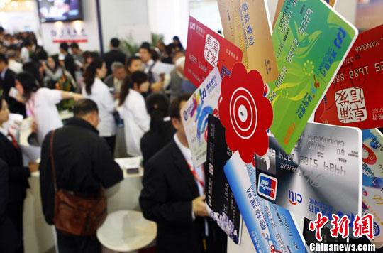 11月18日,2011上海金融博览会暨第九届理财博览会在上海展览中心开幕。 汤彦俊 摄