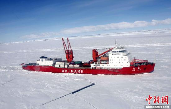 """资料图:中国南极科学考察船""""雪龙""""号。记者 阮煜琳 摄"""