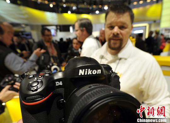 尼康公司发布D4相机。中新社记者 毛建军 摄