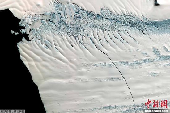 材料图:北极冰川。