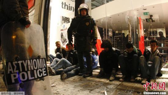 大学校园成罪犯避难所 希腊当局给予警察入校执法权