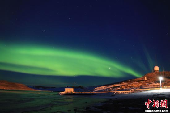 资料图:中国南极中山站的夜空中出现神奇壮丽的极光。记者 阮煜琳 摄