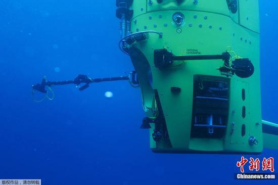 资料图:潜艇探索马里亚纳海沟。
