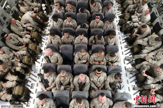 2012年3月27日,好国玛纳斯国际过境转运中间,一批好国甲士拆乘C-17A计谋运输机筹办前去阿富汗停止摆设。好国玛纳斯国际过境转运中间是好军正在租借的凶我凶斯斯坦玛纳斯国际机场内成立的。