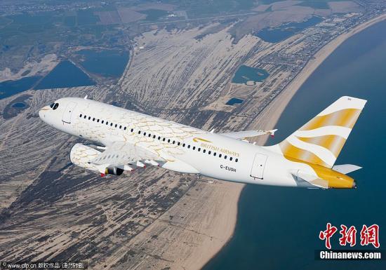"""4月3日,了驱逐伦敦奥运会,英国航空公司将一架A319客机从头到尾喷涂上金色鸽子的图盎霈并于当日放飞了那只""""奥运鸽""""。据悉,该奥允湛拆飞机将正在2012年伦敦奥运会中退役。图片滥觞:CFP视觉止您"""