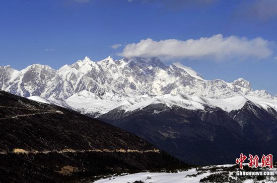 资料图:喜马拉雅山山脉。李林 摄