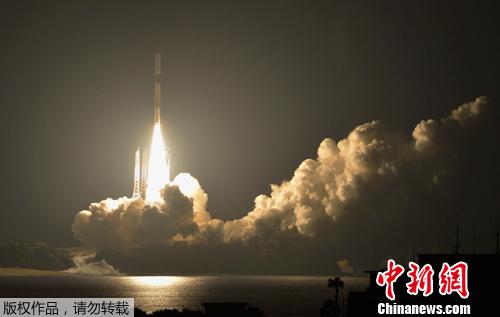 日本宇宙航空研究开发机构和三菱重工业公司5月18日凌晨1时39分北京时间18日0时39分,在鹿儿岛县种子岛宇宙中心用H2A火箭发射了三颗卫星。其中一颗是韩国卫星,这是日本首次为外国卫星进行商业发射。