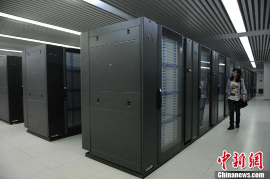 资料图:国家超级计算天津中心机房。中新社发 宗金柱 摄