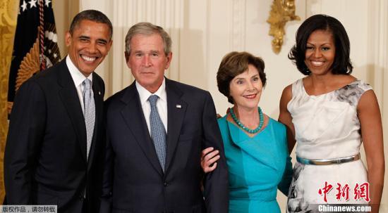 美媒:小布什为老布什出新书 总统形象越描越黑