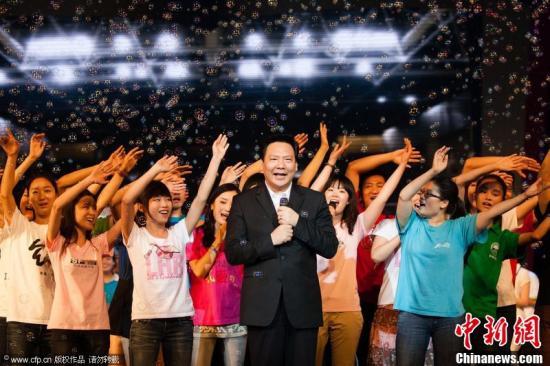 资料图:陈雨露(中) 毛岩政 摄 图片来源:CFP视觉中国