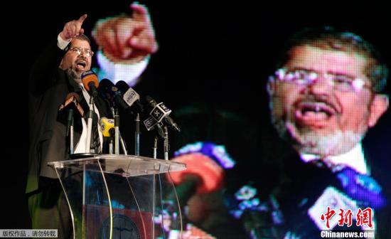 资料图:2012年6月,穆斯林兄弟会下属自由与正义党主席穆尔西赢得埃及民主总统大选。