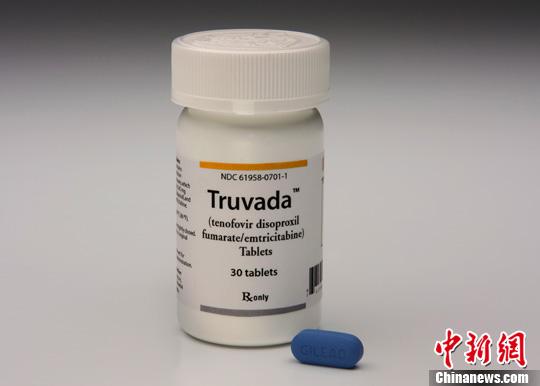 当地时间7月16日, 美国食品与药物管理局批准使用首个预防感染艾滋病毒的药物特鲁瓦达(Truvada),该药物能有效降低健康人群通过性行为感染艾滋病毒的机会。图为吉利德科学公司(Gilead Sciences)研制生产的特鲁瓦达。中新社发 陈钢 摄