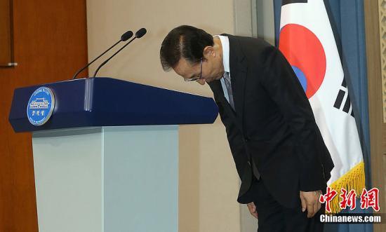 2019-08-18,韩国总统李明博就兄长和亲信腐败行为向公众致歉。图片来源:CFP视觉中国