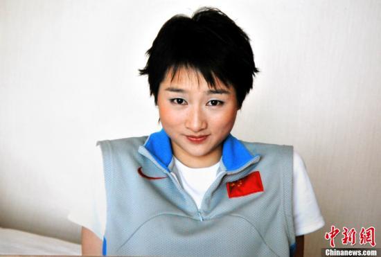 图为2012年8月8日翻拍的吴静钰身着运动服的资料照片。刘占昆 摄