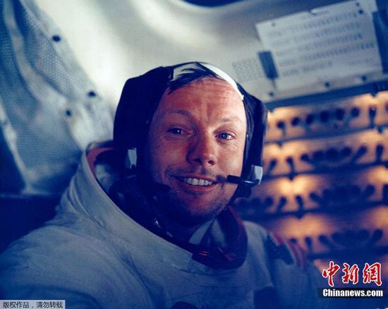 资料图:世界首位登上月球的宇航员、美国人尼尔・阿姆斯特朗。