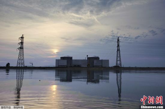 """当地时间9月5日,法国东北部上莱茵省费斯内姆核电站发生蒸汽泄漏事件,致使两名工人手部受轻伤,事故并没有引起大火。该核电站负责人蒂埃里·罗索说:""""这只是一起工作事故,并非核事故,没有对环境造成任何影响。"""""""