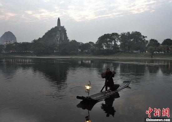 材料图:漓江。a target='_blank' href='http://www.chinanews.com/'中新社/a收 唐梦宪 摄