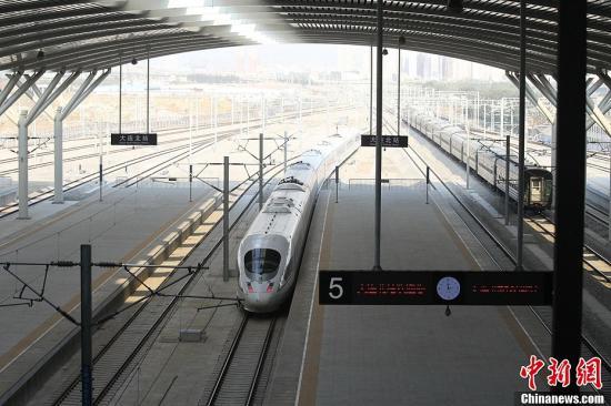 资料图:和谐号高速列车。中新社发 宋太盛 摄