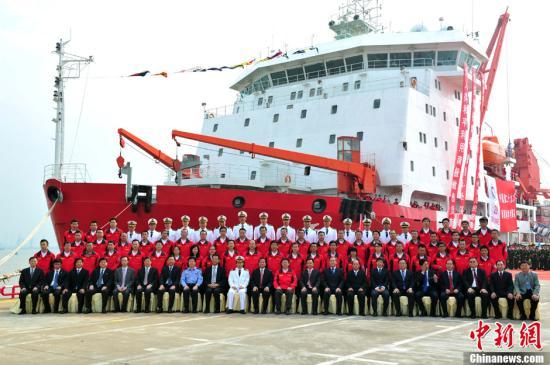 """资料图:""""雪龙""""号从广州出发,展开第29次南极科学考察。中新社发 柯小军 摄"""