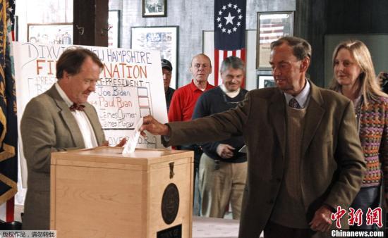 资料图:选民在美国新罕布什尔州参与投票。