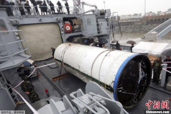 韩国称又打捞起三块朝鲜火箭残骸 将研究其性能