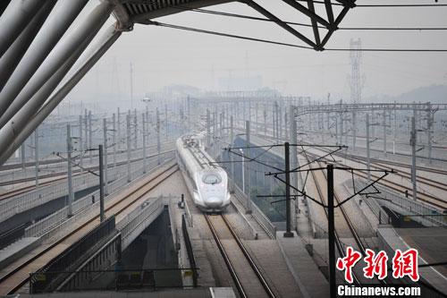 武广高铁开通运营十年运客逾5亿人次 单日最高纪录破27万人次