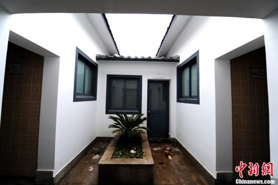 江苏太仓称窄道建 两个豪华公厕 是一场误会