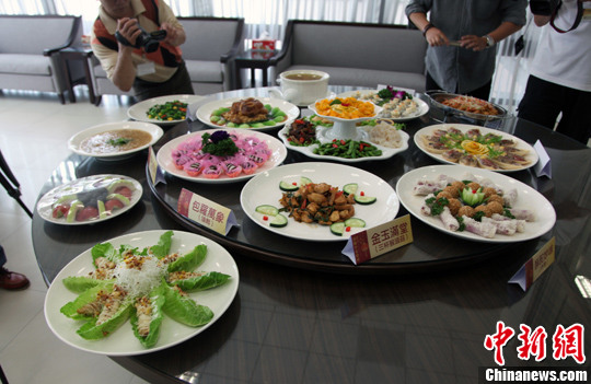 """2月5日,春节将至,高雄佛光山推出素食年菜""""金玉满堂""""。陈立宇 摄"""
