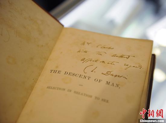达尔文《物种起源》第一版拍出50多万美元 创下世界纪录