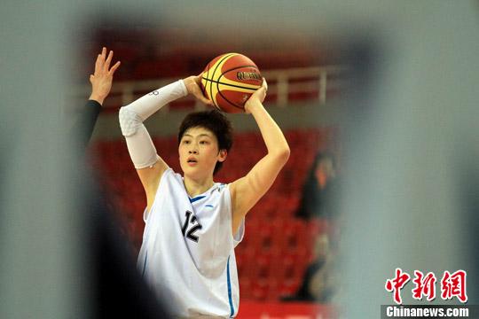 单场砍下43分!纪妍妍成为WCBA历史总得分王