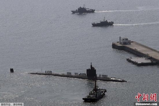 资料图:韩国釜山,美国洛杉矶级核潜艇停靠港口。
