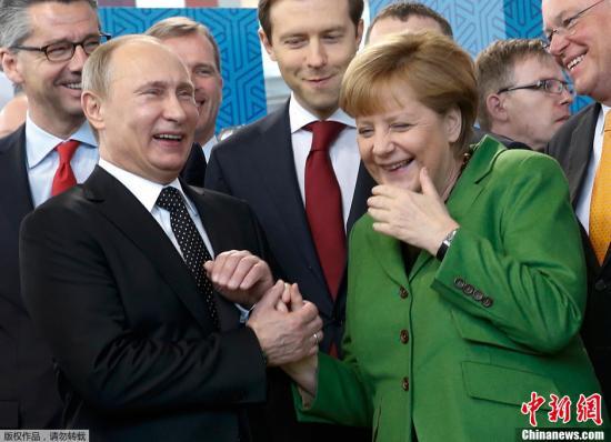 资料图:俄罗斯总统普京和德国总理默克尔。