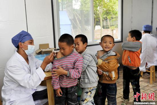 资料图:儿童正在接种疫苗。<a target='_blank' href='http://www.chinanews.com/'>中新社</a>发 安源 摄