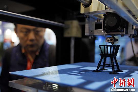 """5月8日,作为中国首个国家级的国际技术交易会,第一届中国(上海)国际技术进出口交易会(""""上交会"""")在沪举行。本次展会吸引了31个国家和地区的319家企业参展,3D打印技术的亮相引人关注。<a target='_blank' href="""