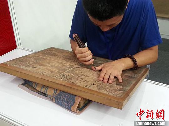 资料图:桃花坞年画源于宋代的雕版印刷工艺,清代雍正、乾隆年间为鼎盛时期,每年出产的桃花坞木版年画达百万张以上。王琦 摄