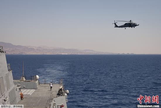 资料图:当地时间2013年6月18日,美国和约旦海军在亚喀巴湾举行联合军演。