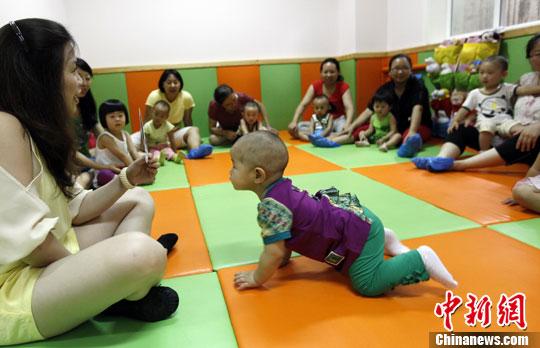 资料图:小朋友在上早教班。<a target='_blank' href='http://jiangxigw.com/'>中新社</a>发 杨可佳 摄
