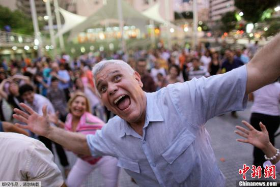 资料图:大笑能够改善人体心肺功能。